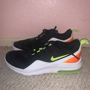 New Nike black running shoes